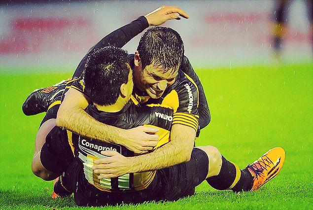 """Los tres puntos quedaron en poder de Peñarol. Los consiguió con ese francotirador que rompió los esquemas del trámite. Un zapatazo de """"Japo"""" Rodríguez fue el gran argumento, más allá de ese sufrimiento en el final."""