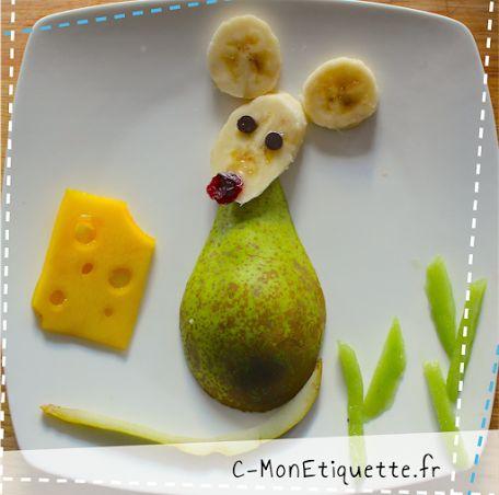 La petite souris...  Ingrédients : banane, poire et pépites de chocolat (souris), kiwi (herbe), mangue (fromage)