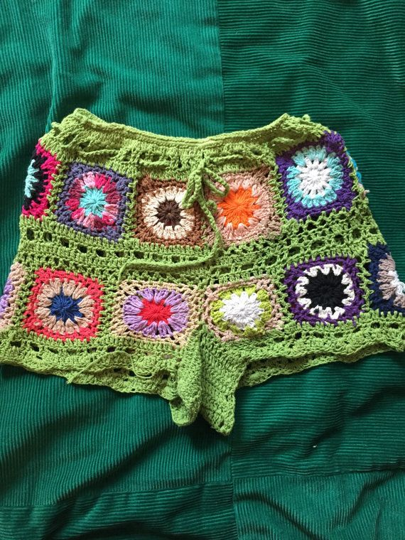 Etsy の Crochet shorts by QuirkyvintageCo