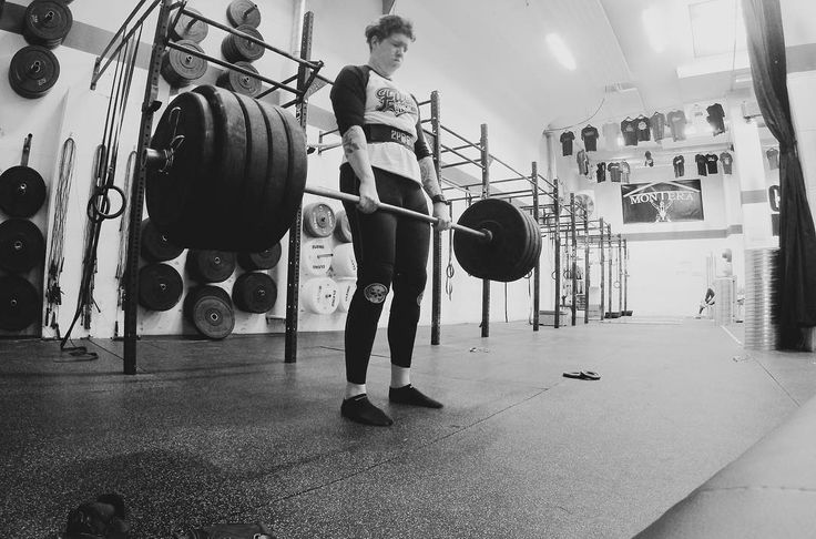 Böj mark och bänk #keepitsimple . . . . #deadlift #styrkelyft #strong #strength #wendler531 #tyngre #afrobrutality #cfswe #crossfiteken #bodybuilding #strongwomen #androgynous #queer #northernspirit #movinghabit #styrkebyrån