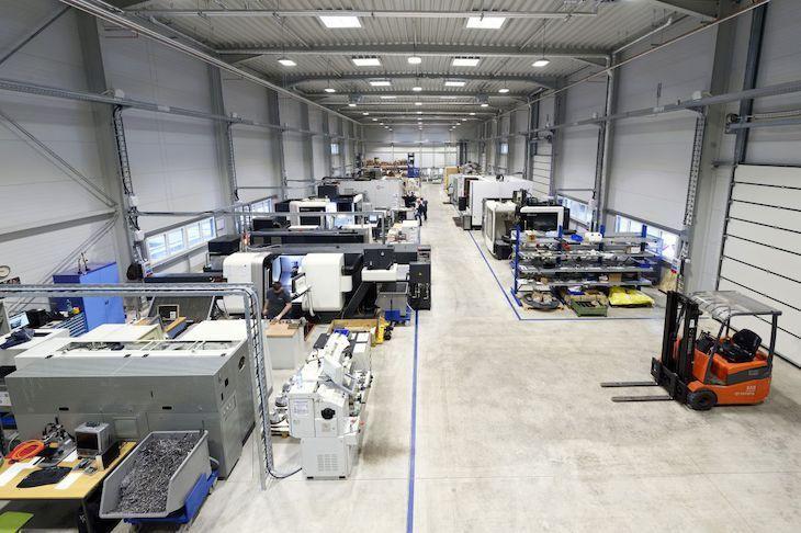 Nachdem die große Versuchshalle des Werkzeugmaschinenlabor WZL am 5. Februar 2016 vollständig abgebrannt ist, nimmt das WZL der RWTH nun auch offiziell neue Ersatzflächen am Rotter Bruch in Aachen in Betrieb. Weitere Infos: http://www.rwth-aachen.de/go/id/neol?#aaaaaaaaaaaneom