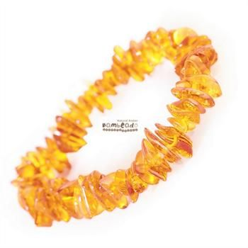 This 18cm amber bracelet is made from amber nuggets that have been smoothed so that there are no sharp edges. This Honey Nugget bracelet is threaded onto elastic to stretch over your wrist. While Bambeado amber comes in several colours, the colour is just a matter of personal choice. The colours may vary slightly from the images on the website due to variations in the amber beads. Each amber bracelet is unique.