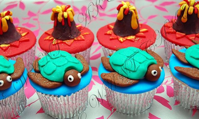 Hawaii cupcakes @ashhaggerty