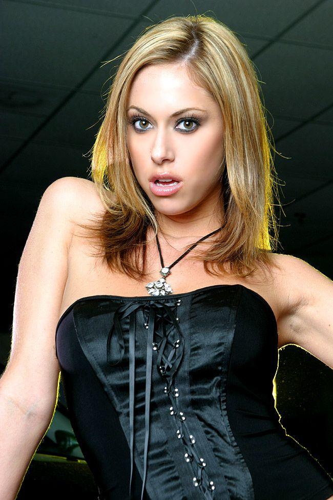 Cassia Riley Nude Photos 9