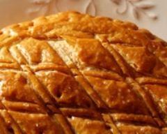 Galette des rois frangipane framboises http://www.cuisineaz.com/recettes/galette-des-rois-frangipane-framboises-54502.aspx