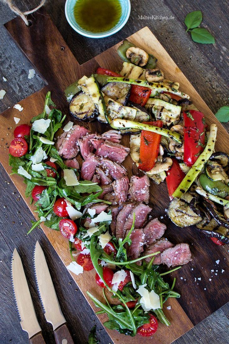 Saftiges Rinderfilet vom Grill mit Rucola-Tomaten-Salat & gegrilltem Gemüse | malteskitchen.de