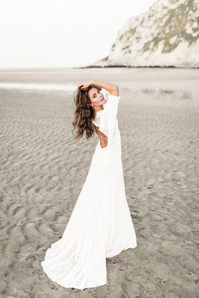 Credit: NienkevanDenderenFotografie - zand, strand (kust), huwelijk (ritueel), bruid, hoofddeksel, vrouw, zomer, natuur, meisje, waterlichaam, jurk, zee, buitenshuis, reizen, oceaan, kust, mode, volk, sunshine (weer)