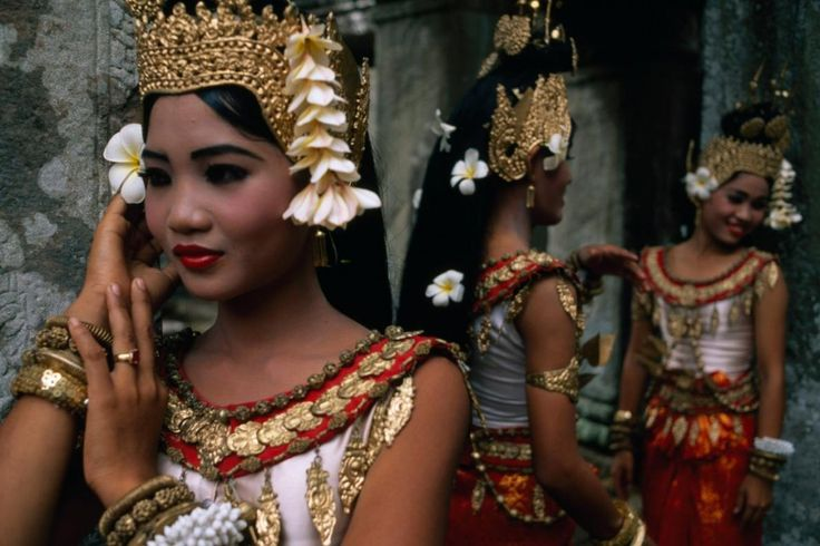 15 Pictures of Traditional Dress Around the World   http://yourartitude.com/en/photography/15-pictures-of-traditional-dress-around-the-world