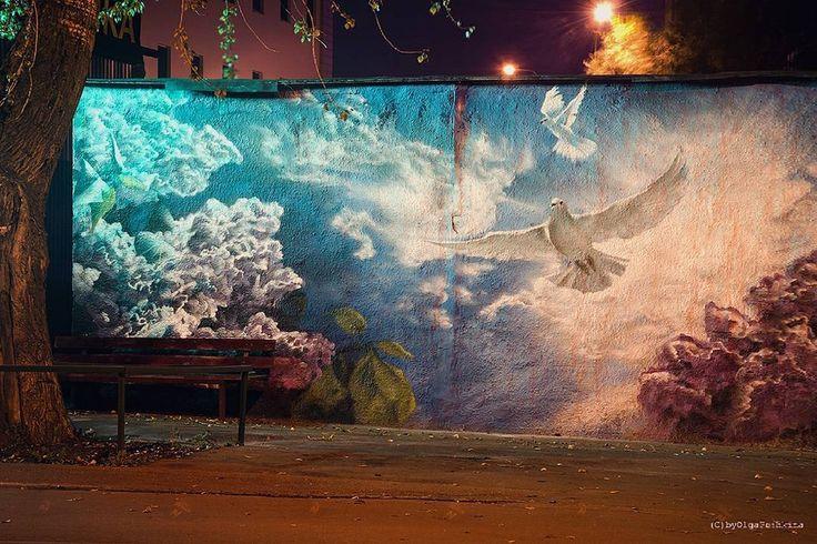 Доброй ночи, этот безумный мир... #byolgapushkinaphoto #city #night #citynights #graffiti #moscow #ночь #москва #город #граффитимосквы