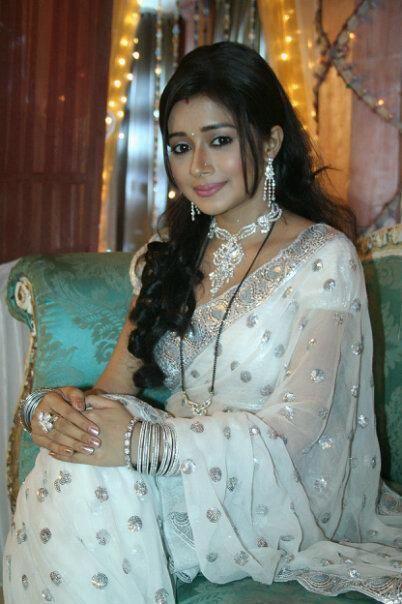 Tina Dutta in white saree