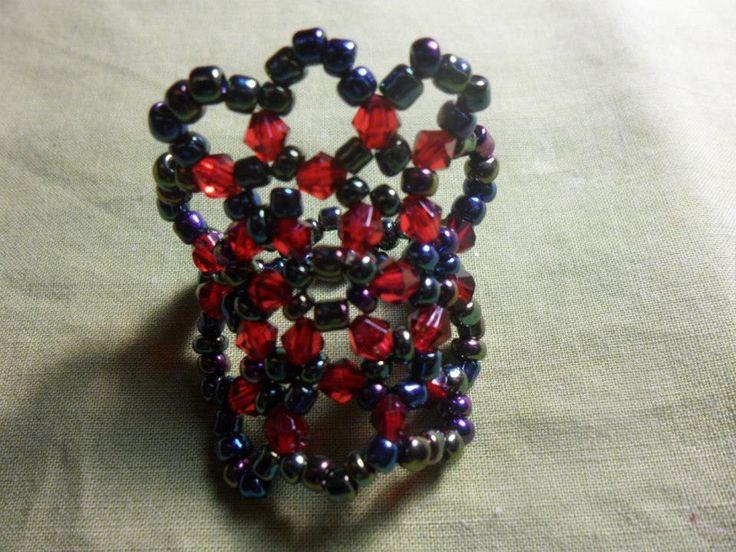 Anel vermelho e preto