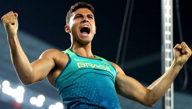 O novo campeão olímpico de salto com vara, Thiago Braz, acordou com o título de herói nacional. Mas, sua história de vida o faz brilhar mais do que a medalha de ouro que conquistou para o Brasil na noite desta segunda-feira (15), que emocionou todos os brasileiros que acompanhavam as Olimpíadas do Rio de Janeiro.