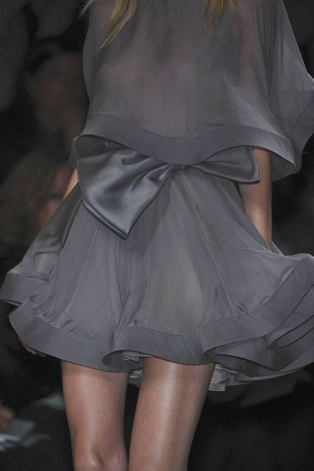 Valentino: Paris Fashion, Holidays Outfits, Fashion Design, Haute Couture Clothing, Projects Runway, Dresses Blue, Valentino Couture, Chiffon Dresses, Grey Dresses
