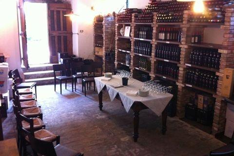 our old winery ready for a tasting wine    la nostra enoteca pronta per una degustazione