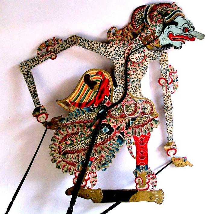 Ketika semua tamu sudah meninggalkan istana Indraprasta yang megah itu, Begawan Abiyasa belum juga beranjak dari kursi kehormatan. Berkali-k...