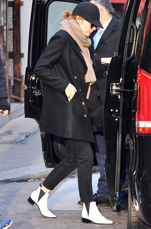 emma-stone-white-ankle-boots