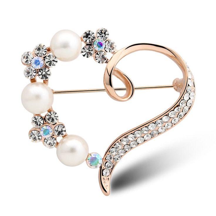 Luxusná zlatá brošňa v tvare srdca s kryštálikmi a perlami