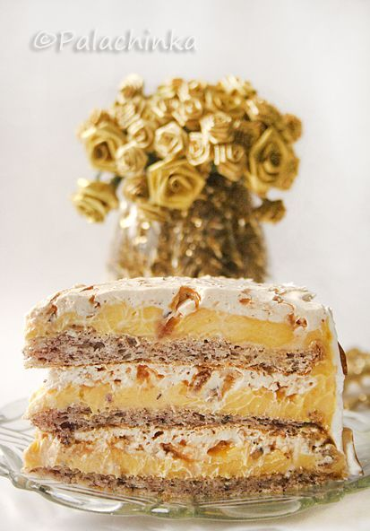 Torte Egyptian:  hazelnuts, whipped cream, and creamy vanilla filling -- what's not to love?