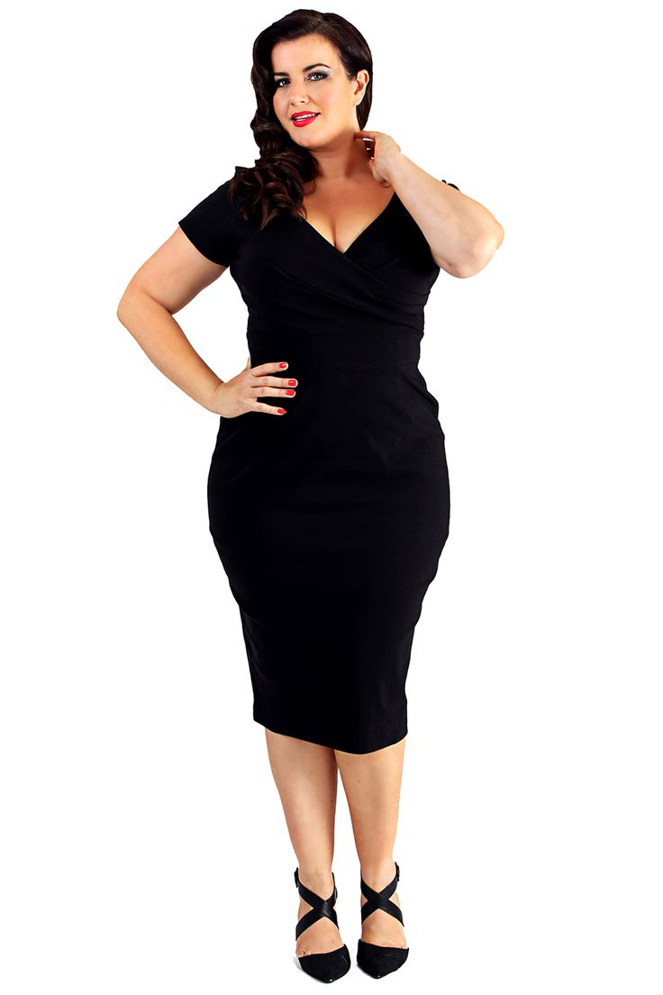 Retro šaty Lady V London Black Ursula Retro šaty ve stylu 50. let. Stylový kousek z londýnské módní dílny. Jednoduchá klasika v sexy ženském střihu. Klasická černá barva a perfektní střih to jsou hlavní trumfy těchto dokonalých krásek. Příjemný strečový materiál (70% viskóza, 26% nylon, 4% elastan) zajistí, že se šaty budou skvěle nosit, krásně padnou a budete se v nich dobře cítit. Krátký rukáv, překřížený výstřih, v pase příjemně projmuté, zapínání na zip v zadní části, rozparek pro…