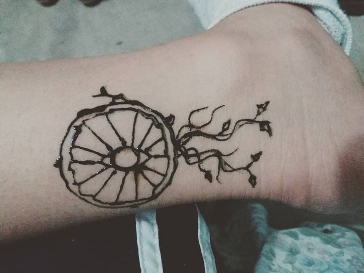 Dreamcatcher   Atrapasueño #hennadesigns #hennainked #hennatattoo #hennatattoos #henna #hennalovers #tattoos #ink #tatuajes #dreamcatcher #atrapasueños #dreams #dreamstate #ilusion #skin #catch #piel #beautiful #leaf #tree #treetattoo #leaftattoo #árbol #naturelover #nature #naturaleza #vida #life #eyes #ojos