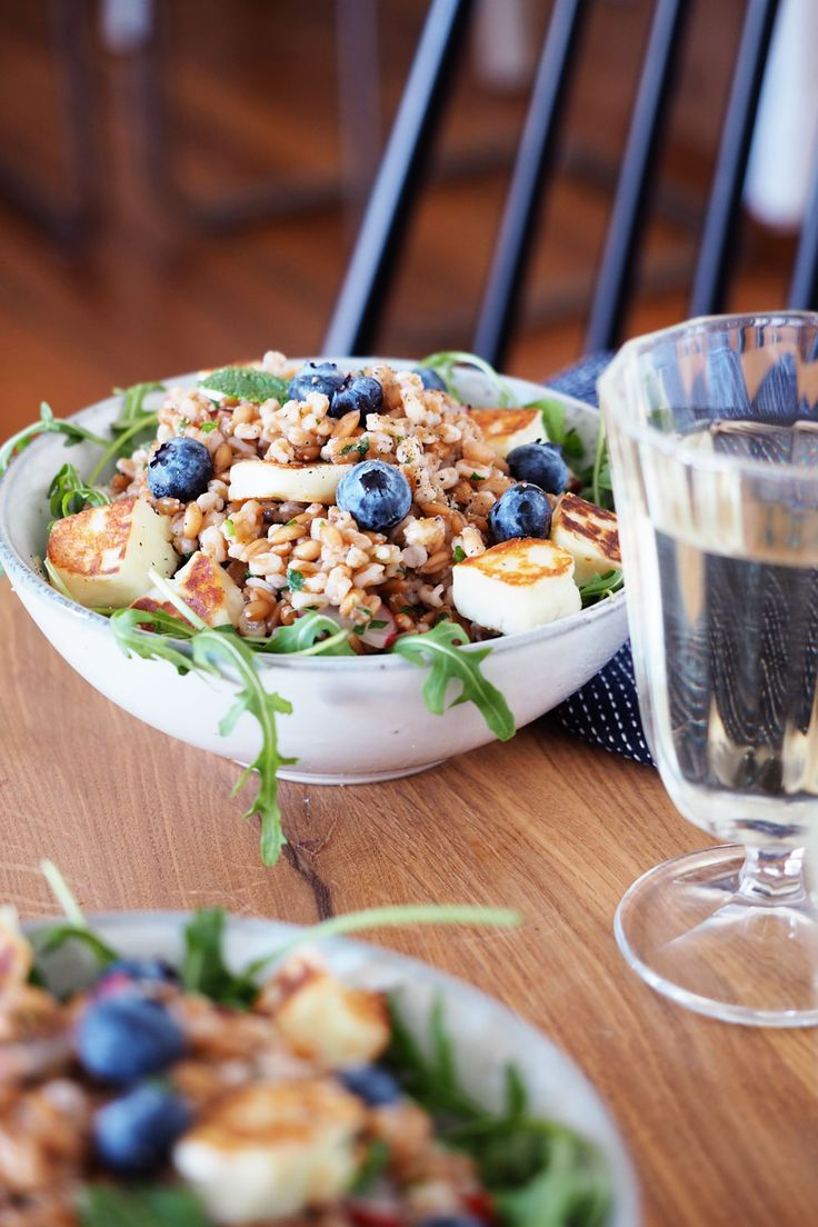 A refreshing satirist! Spelled salad with halloumi, blueberries and mint   – Schnelle Küche