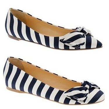 White/navy blue bow stripped flats.