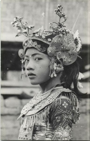 indonesia, BALI, Beautiful Girl Legong Dancer (1940s)