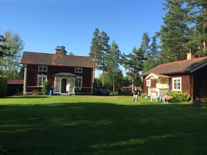 Spendera er semester i Bagarstugan på en genuin Hälsingegård. Klicka vidare på bilden för mer info och möjlighet att hyra denna stuga.