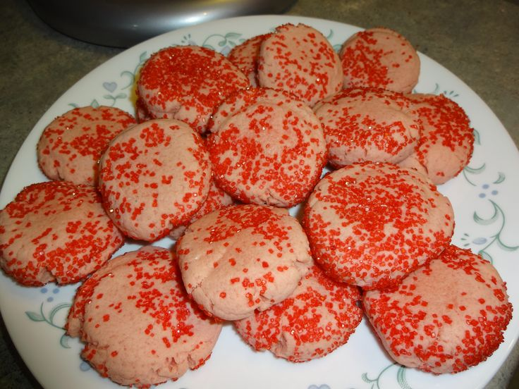 I snapped these pictures while I was trying out the recipe for jello cookies I found on the net.If you want too see how to make them click on the link here https://www.youtube.com/watch?v=h87g3thi6Tw