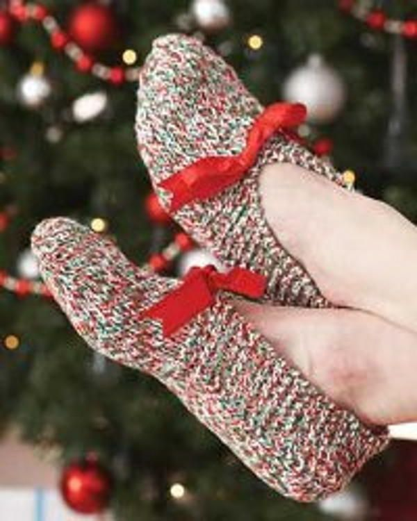 just updated! This Holiday Knit Slippers pattern is a free knitting pattern perfect for Christmas gifts.