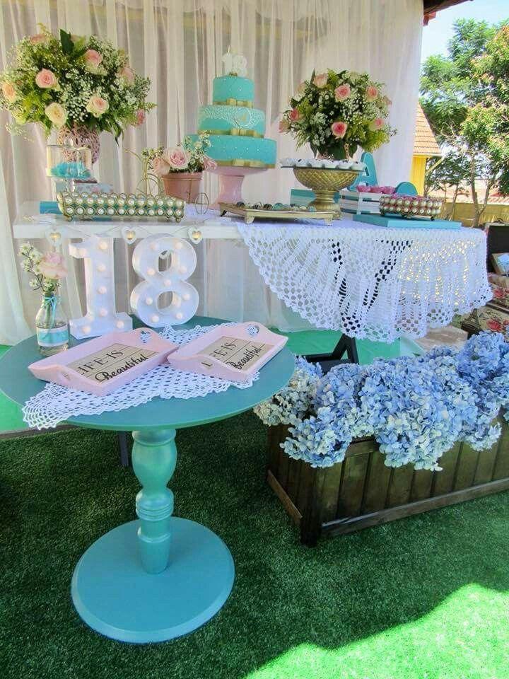 f61f638993 toalha e caixote com flores Mesa De Doces Azul Tiffany, Festa Azul Tiffany,  Festas