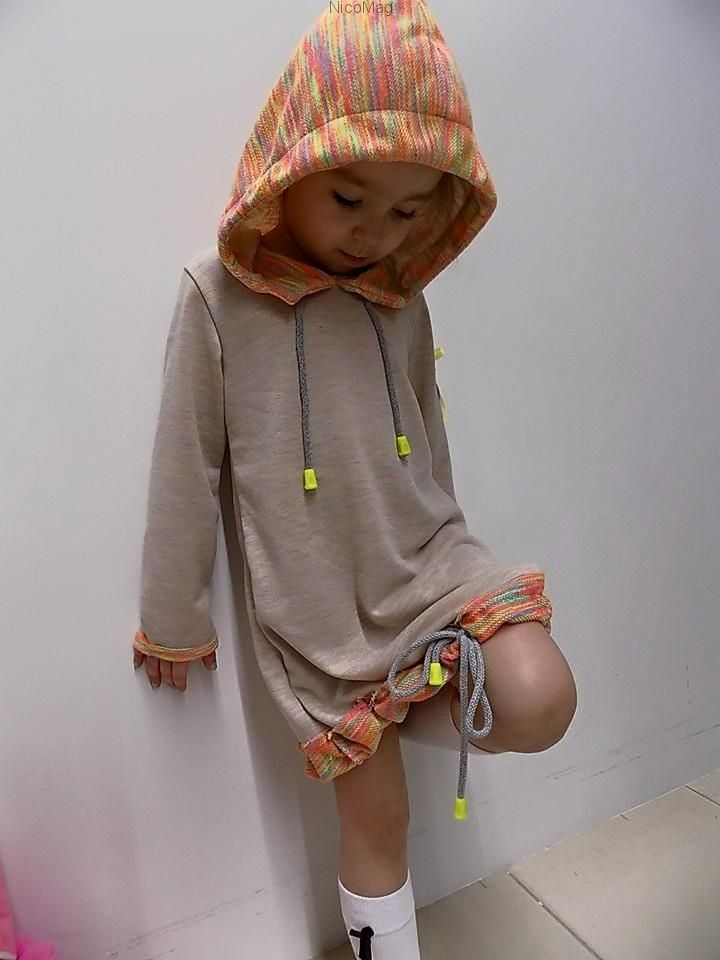 Kolorowa bluza-dziewczynka