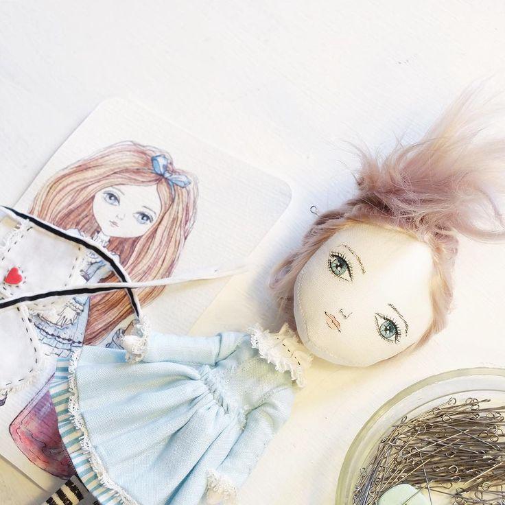 Работаю над Алисой #💙 никаких ограничений, кроме одного, неизменным остается голубой цвет платья и белый передник #bambolica_process #dolls #artdoll #artist #art #topcreator #текстильнаякукла #handmade #девочка