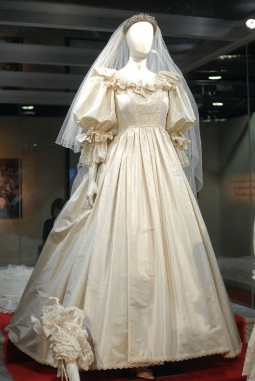 Princess Diana's Royal Wedding Dress Preserved - http://casualweddingdresses.net/royal-wedding-dresses-with-grace-and-elegance/