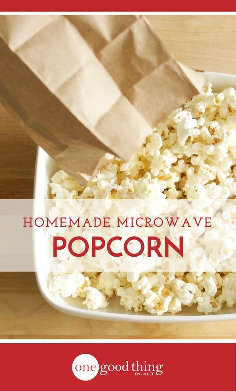 You can make delicious homemade popcorn right in your microwave! Learn about two different methods for microwaving perfect popcorn.