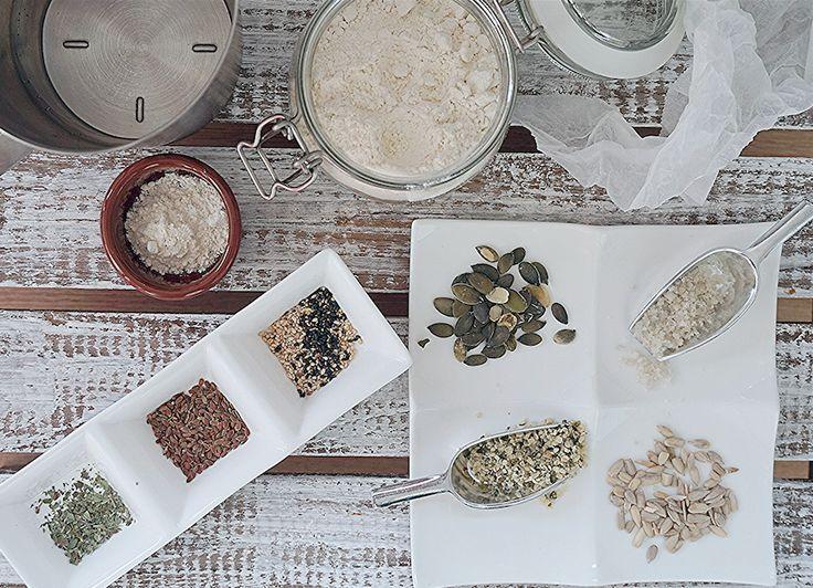 Heb je liever een groot, klein, plat of bol broodje? En wil je daarop wel of geen pitten, zaden en noten? Met dit recept kan het op allerlei manieren! Wat heb je nodig voor 10 bolletjes? 500 gram speltbloem 270 gram lauw water 7 gram gedroogde gist Snufje zeezout Granen, pitjes en zaden naar keuze […]