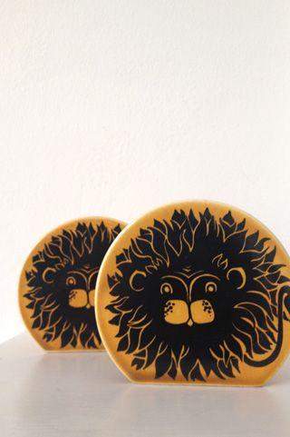 http://www.drakeandnaylor.co.uk/shop/ceramics/hornsea-lion-salt-and-pepper-pots/