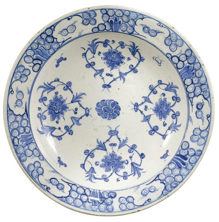 A fine Iznik blue and white pottery dish, Turkey, circa 1560-70