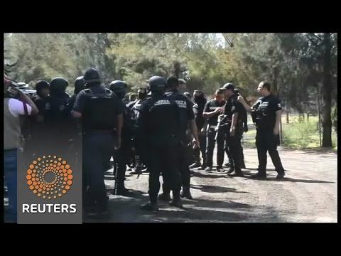 Bloodbath in Mexico - Published on May 22, 2015 More than 40 killed in western Mexico Friday in a gunfight between suspected gang members of the Jalisco New Generation cartel and security forces.
