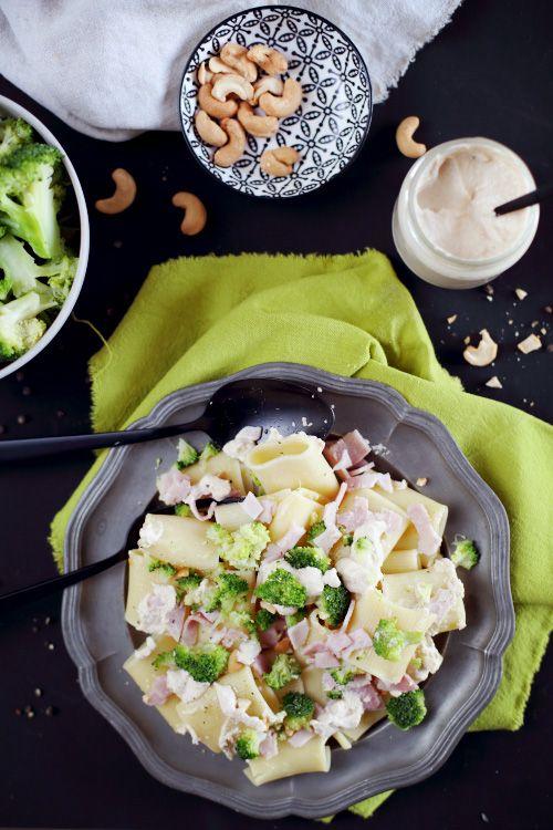 Pâtes à la crème de noix de cajou, brocolis et jambon