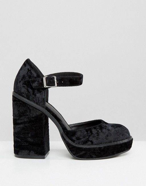 ASOS PASS IT ON Klobige Mary-Jane-Schuhe aus Samt mit Absatz (59,99 €)