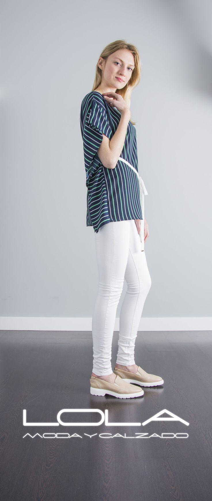A rayas te vas a quedar cuando tengas este estilazo de blusa por 30 €.  Pincha este enlace para comprar tu blusa en nuestra tienda on  line:  http://lolamodaycalzado.es/primavera-verano/578-blusa-tanger-en-azul-sophyline.html
