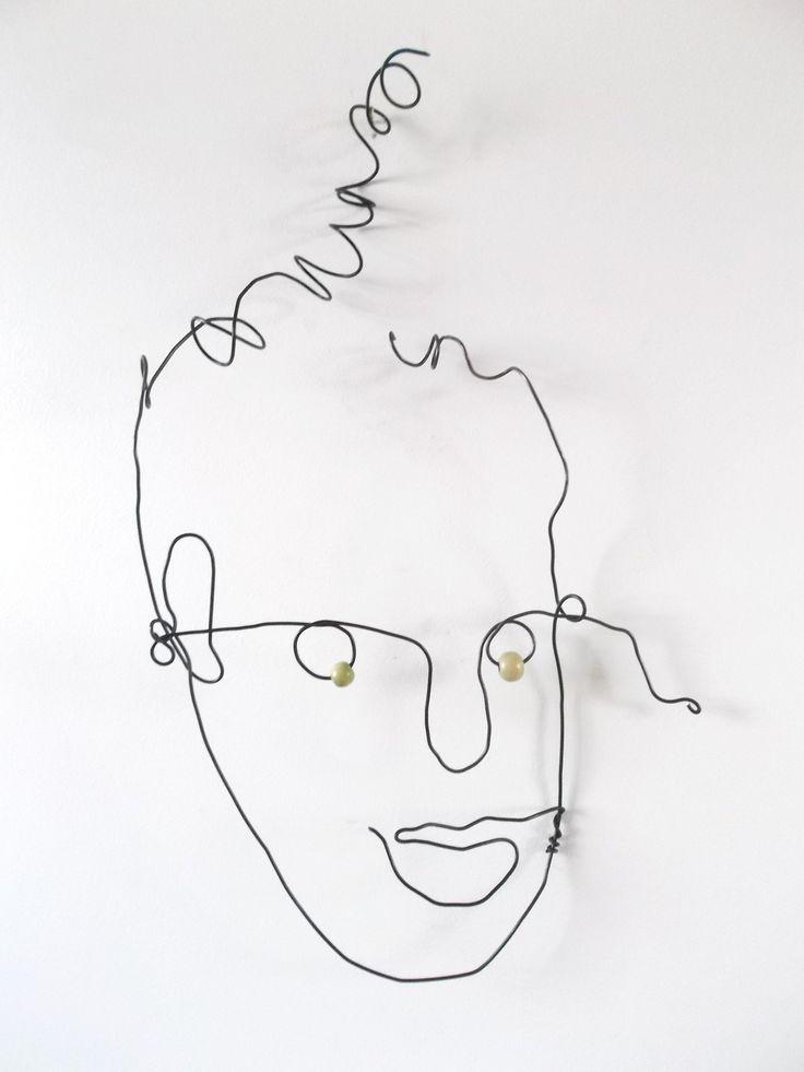 visage en fil de fer il lève le nez en l'air : Sculptures, gravures, statues par fildereve