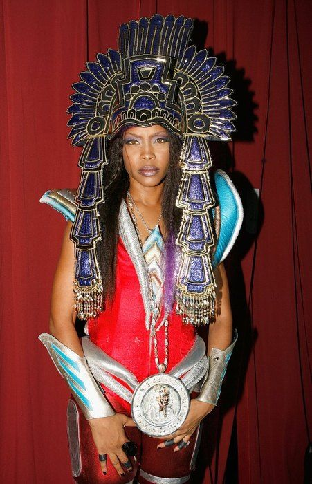 erykah. on some aztec, futuristic steeeeeeez.