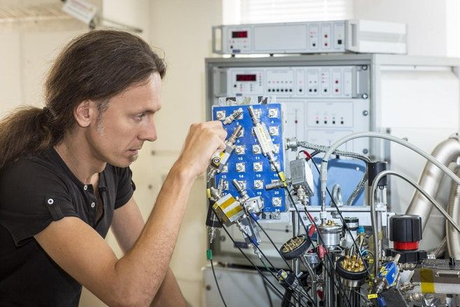 Professor Adrea Morello with the quantum computer, Quantum computing is computing using quantum-mechanical phenomena, such as superposition and entanglement. A quantum computer is a device that performs quantum computing.