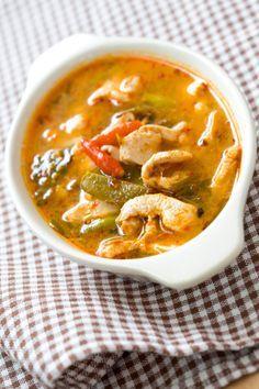 La Ricetta per la Zuppa cinese di pollo con peperoni e cipolle, sceglila per variare un po' le tue minestre.