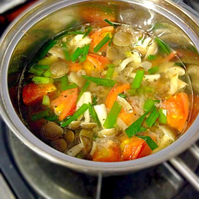 セイが出そう - 59件のもぐもぐ - Mushrooms,chives and tomato soupトマト・しめじ・ニラのスープ by Minia♥️