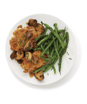 Get the recipe for Chicken With Mushroom Sauce .: Fun Recipes, Chicken Dinners, Dinners Recipes, Chicken Thighs, Green Beans, White Wine, Dinners Chicken, Mushrooms Sauces, Weeknight Dinners