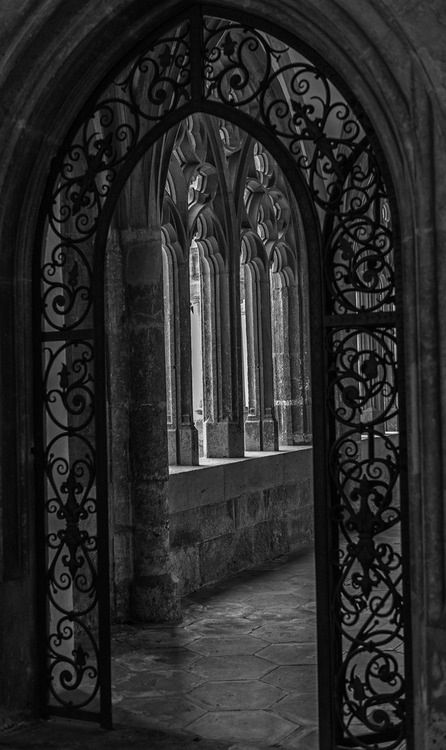 Gothic archway created with the point at the centre. I love the detailed iron curves created giving a rich , luxurious feel.