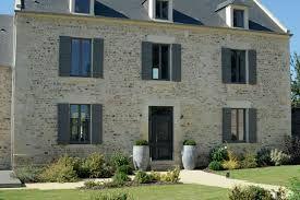Volet et portes gris recherche google volets - Facade maison avec volets gris ...